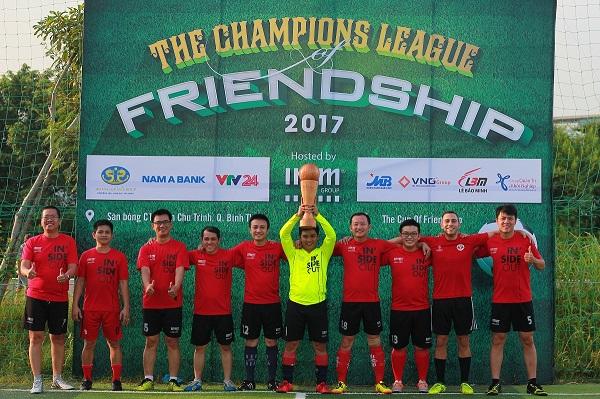 """Những cơn mưa rào chợt đến rồi đi là đặc sản của mùa mưa Sài Gòn. Thật may mắn, thời tiết trong hai ngày 11 và 12/11/2017, thời điểm diễn ra Giải bóng đá """"The Cup of Friendship"""" do IMM Group tổ chức luôn khô ráo, mát mẻ. Những trận đấu diễn ra trong không khí tươi vui, thân thiện mà không kém phần nồng nhiệt."""