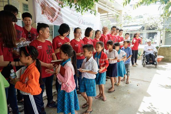 """Trong hai ngày 13 – 14/11 vừa qua, tập thể IMM Group đã tổ chức chương trình thiện nguyện mang tên """"Mong em đến trường"""" tại thị xã Bình Minh, tỉnh Vĩnh Long. Chương trình do IMM Group phối hợp cùng Trung tâm Vùng chỉ định M&D tổ chức."""