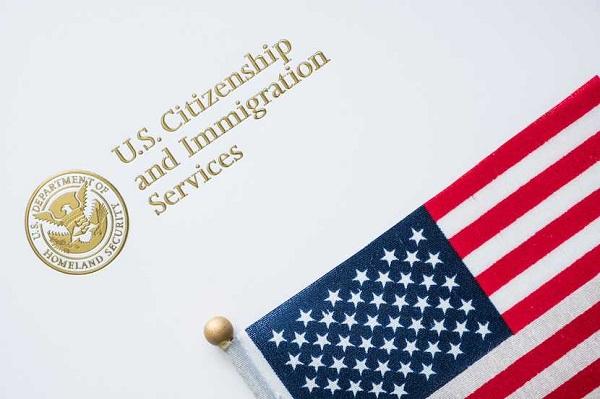 Làm rõ quy định về thời gian cư trú liên tục ở Mỹ trước khi nộp hồ sơ xin quốc tịch