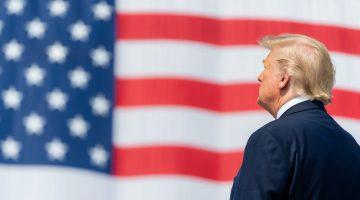 Tổng thống Trump ký Sắc lệnh đình chỉ hoạt động nhập cư Mỹ, trừ EB-5!
