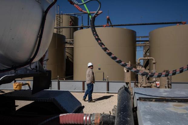 Giá dầu về âm và hiện trạng khan hiếm trạm dự trữ dầu tại Mỹ