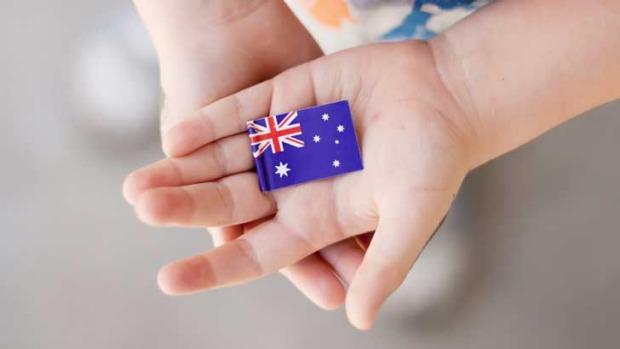 Con sinh ra tại Úc có được vào thẳng quốc tịch không?