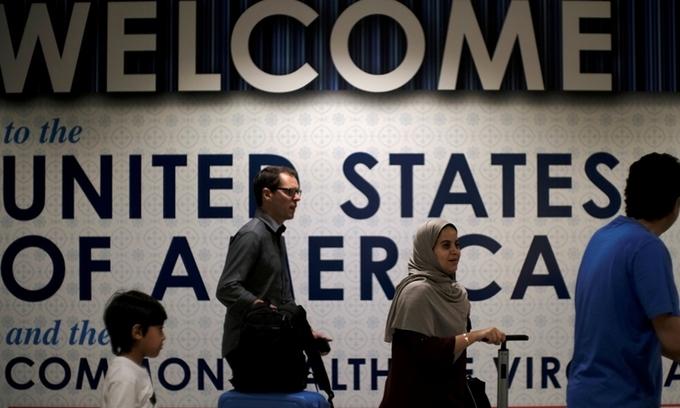 VnExpress – Mỹ nới chương trình gia hạn visa không định cư